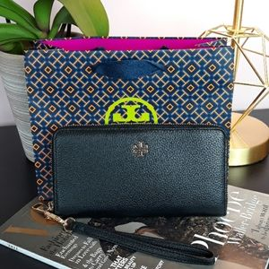 🆕️🎁NWT Tory Burch Pebble Leather Wallet/Wristlet